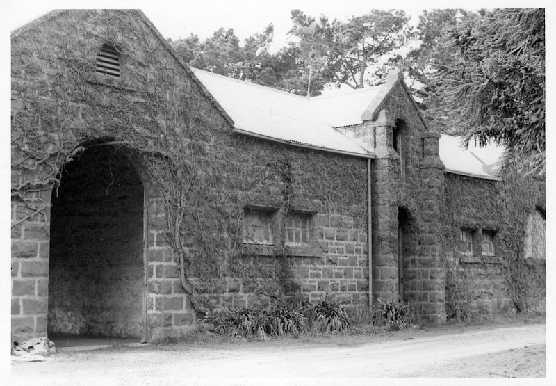Yalla-Y-Poora Coach House and Stables