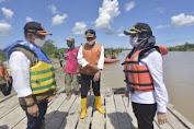 Bupati Lutra Kunjungi Korban Perahu Tenggelam, Doanya Bikin Merinding