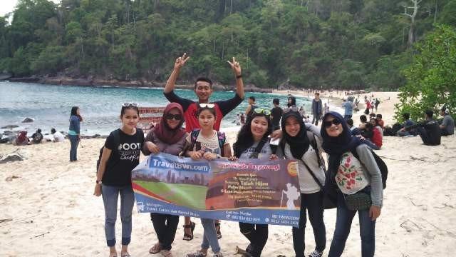 Rombongan Mahasiswa Surabaya di Teluk Ijo Green Bay