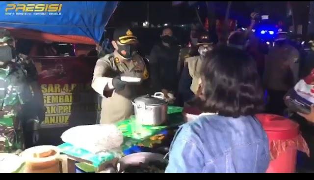 Kapolres Bersama Forkopimda Kabupaten Nganjuk Gelar Patroli Skala Besar Pembagian Bansos Malam Ini
