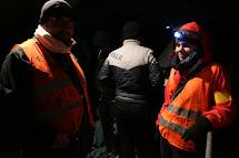 Čeští dobrovolníci Honza a Martina organizují uprchlíky a nabízí základní pomoc. (Foto: Petr Štefan, ČvT)