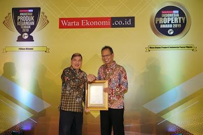 Penyerahan anugerah yang diselenggarakan di Balai Kartini, Jakarta dihadiri langsung oleh Direktur Utama CAR Life Insurance Freddy Thamrin yang didampingi oleh Direktur Antonius Probosanjoyo dan Investment & Treasury Division Head Regina Friandita