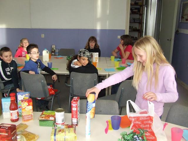 Sobere maaltijd voor de kinderen van de kinderkerkclub. - DSCF5787.JPG