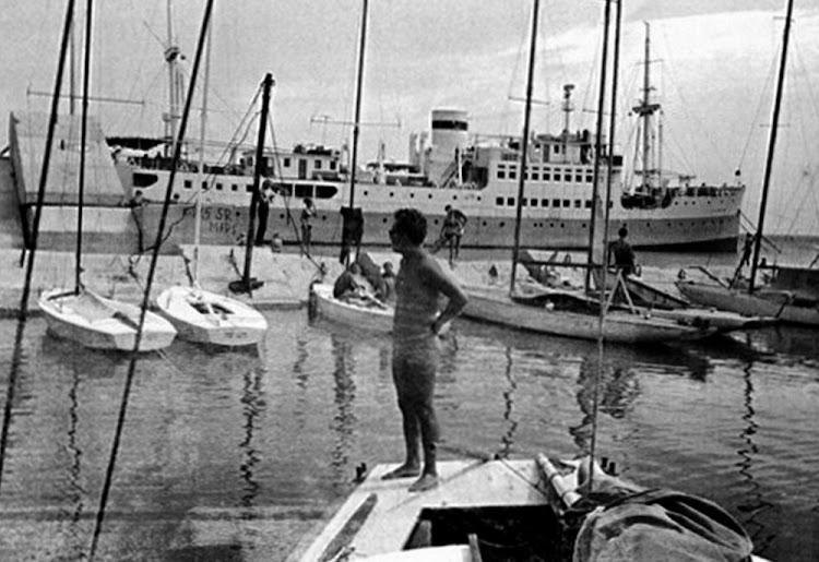 27- En los resorts de turismo. El LVOV Ca. 1970.jpg