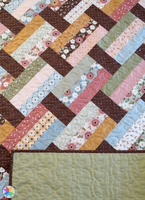 Reverse Loops longarm quilting panto design - quilt is Fast Track quilt pattern by A Bright Corner