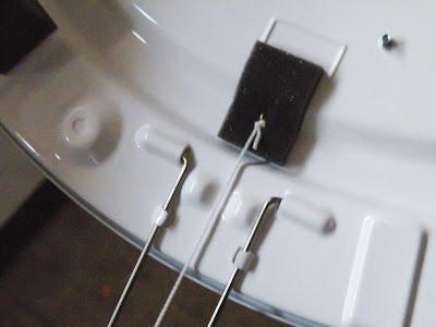 プルスイッチの金具を本体に固定