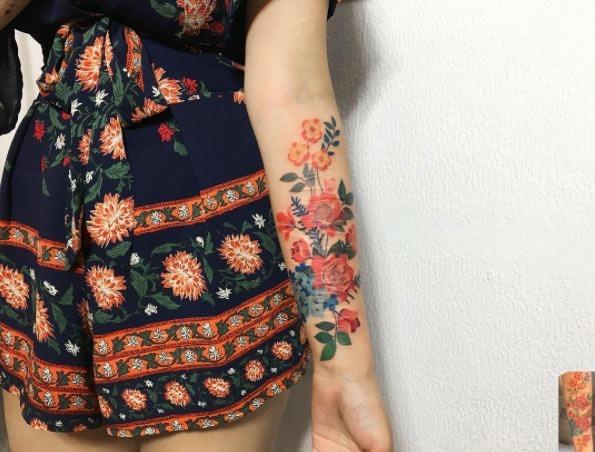 Este floral antebraço peça