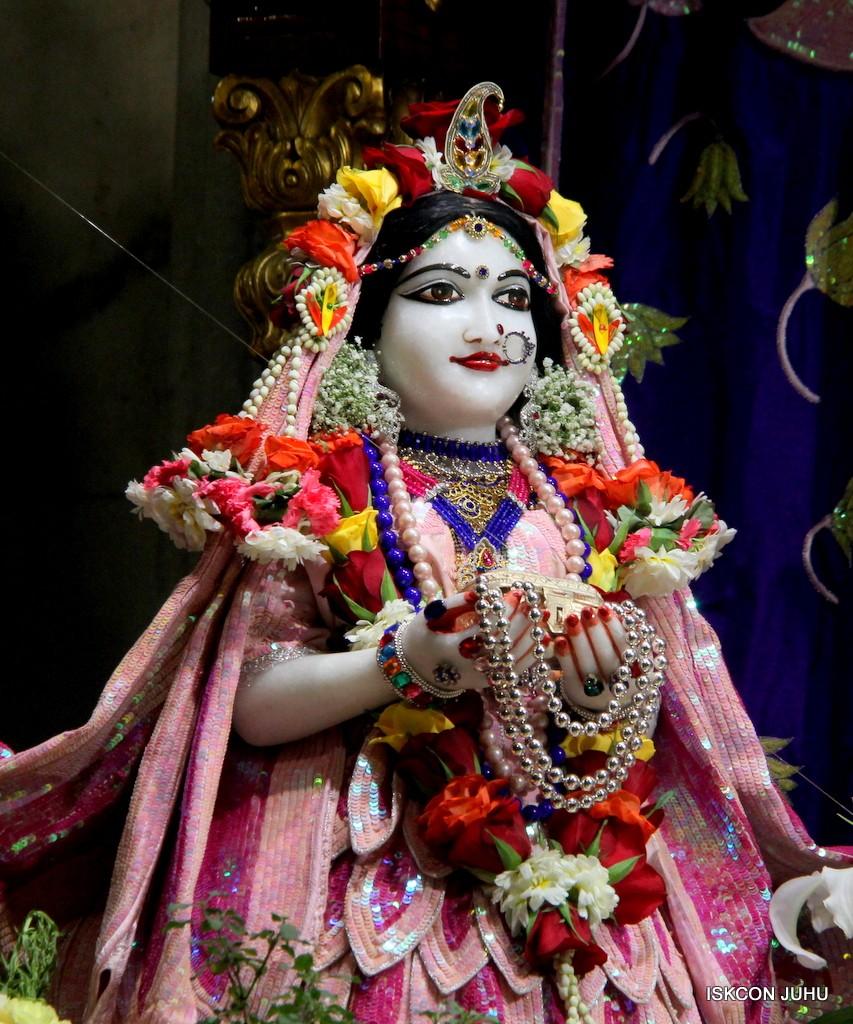 ISKCON Juhu Sringar Deity Darshan 5 Jan 2017 (17)