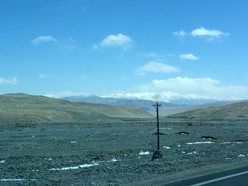 XINJIANG. Karakoram Highway, lune des plus haute route au monde, en passant a 4400 m - P1280534.JPG