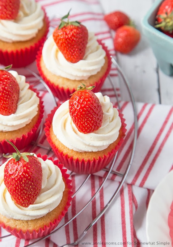 strawberry-white-choc-cupcakes-5