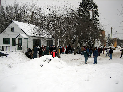 Big line of volunteers building new dike