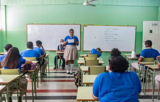 La falta de profesores y personal de apoyo entorpece el inicio del año escolar