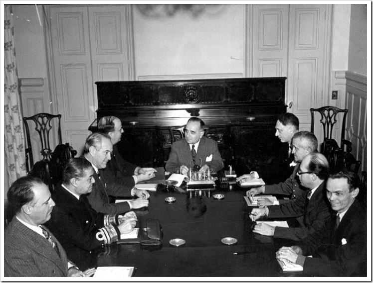 Getúlio e seu ministério logo após a declaração de guerra 42