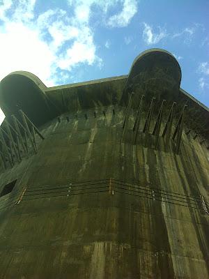 der südliche Flakturm im Augarten - keine Nistkästen zu sehen!