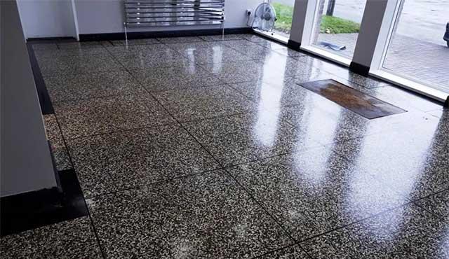 jenis lantai terbaik untuk rumah - teraso