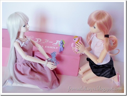 Two ball jointed dolls playing with My Little Pony figures.  Cute!
