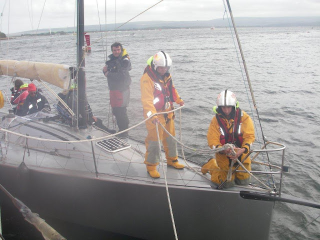 Poole crew swapping over ropes as they came into calmer waters. One of the original ropes had started to fray through one of the yacht fittings. Photo: RNLI Poole/Anne Millman