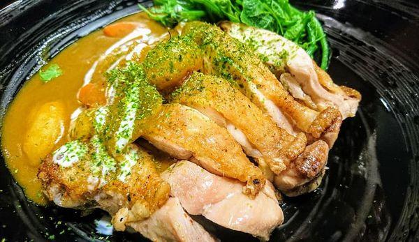 所謂的美食, 不用多華麗的裝飾。 材料用的好,滋味調的對 襯的上好吃二字即可~巷丼食堂 咖哩季。