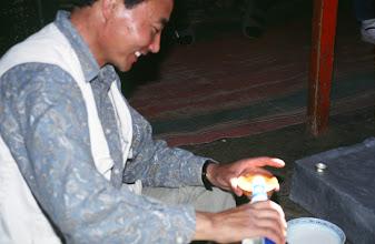 Photo: 03128 ウランバートル/牧民の家/馬乳酒(アイラグ)を飲む