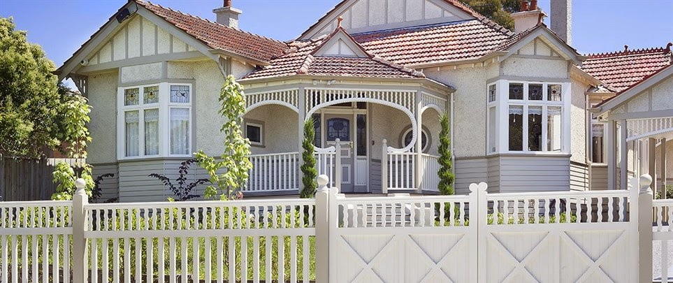 external image Ivanhoe-Timber-Fence-Posts-Gates-Verandah-Arches--w963h480--cr--w963h405.jpg