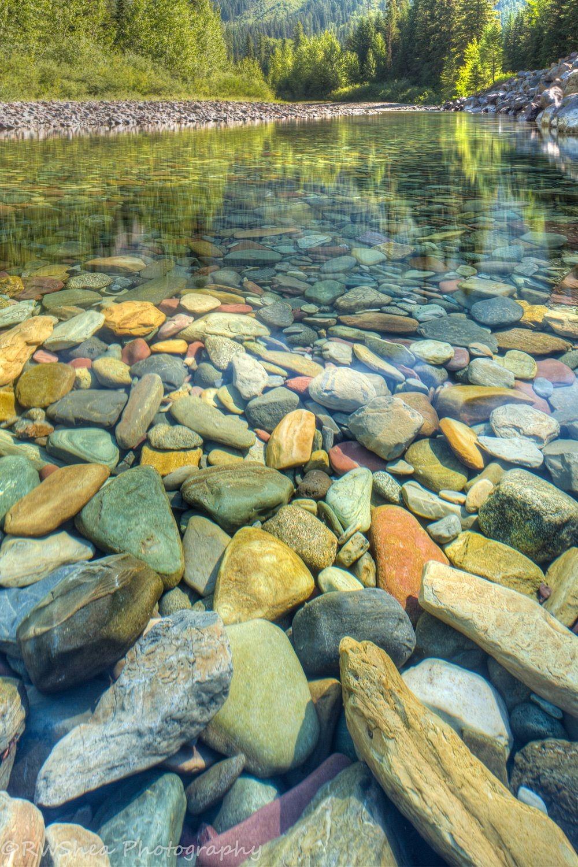 Λίμνη McDonald: Λίμνη με χρωματιστές πέτρες