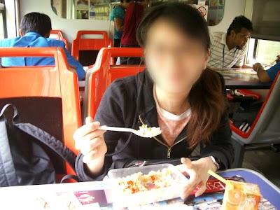 マレー鉄道食堂車にて昼食