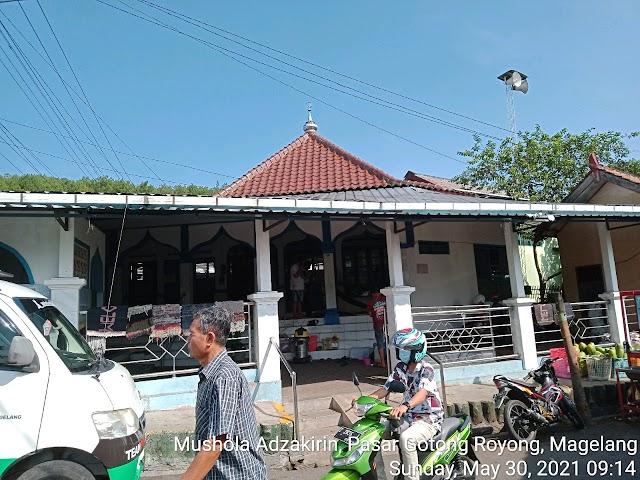 Bersih Bersih Mushola Adzakirin, Pasar Gotong Royong, Magelang