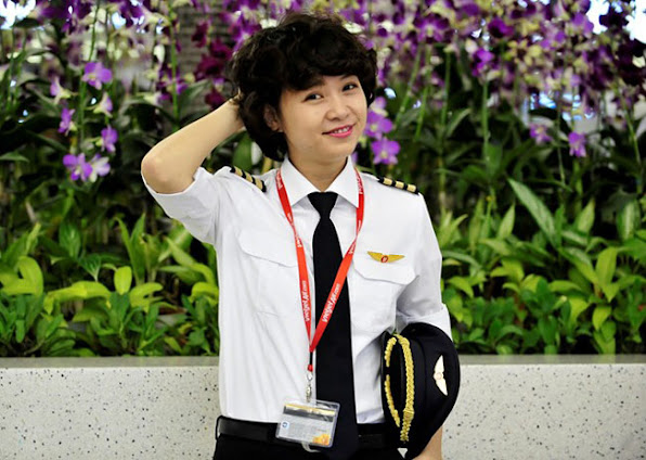3 nu phi cong Viet xinh nhu hot girl