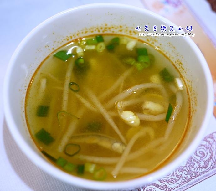 16 黃豆芽小魚湯