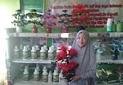 Dua Usaha Rumah Koran Pupuk dan Bunga