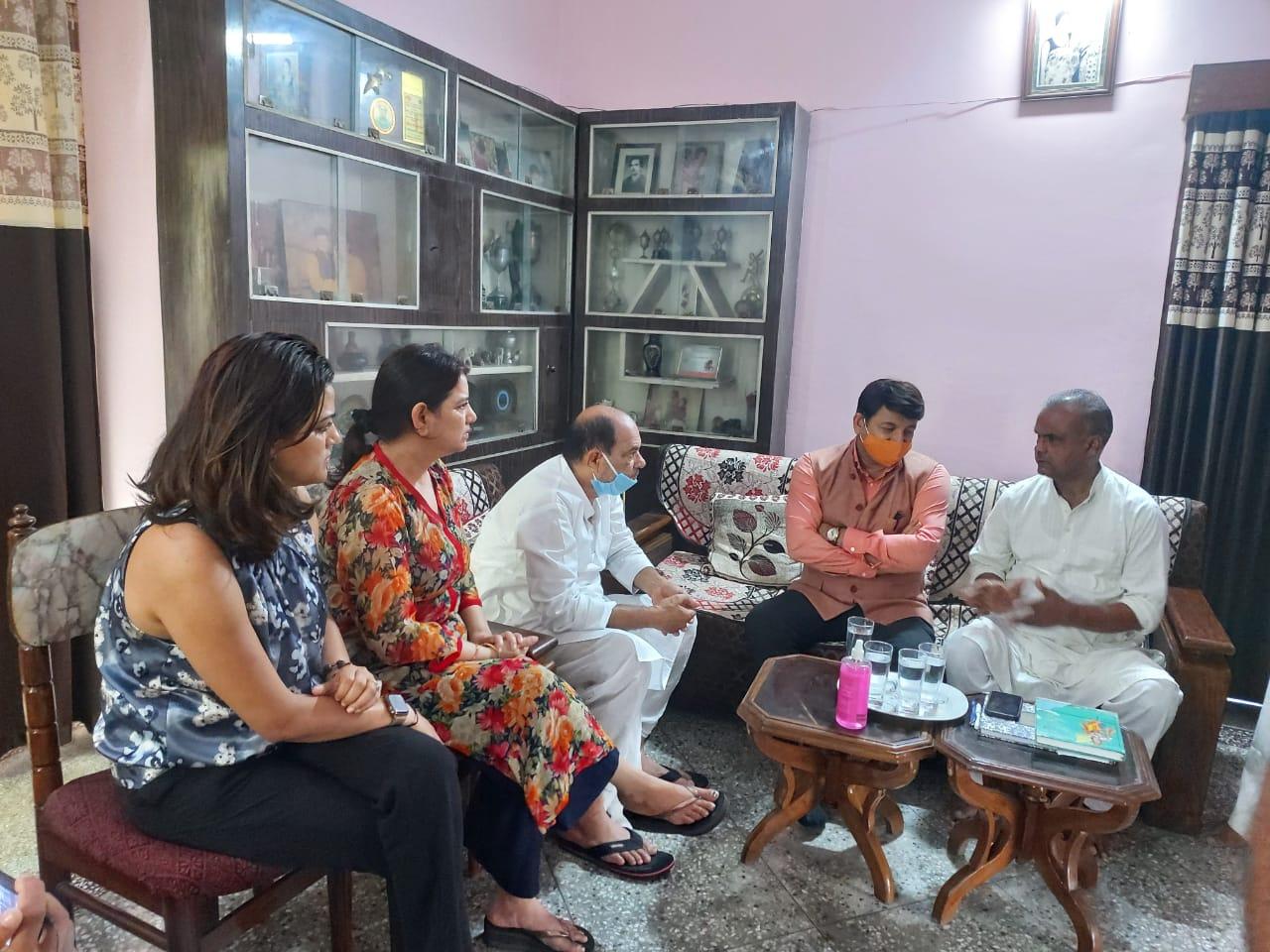 सुशांत सिंह राजपूत मामले में सांसद व अभिनेता मनोज तिवारी ने की सीबीआई जांच की मांग
