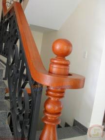Trụ cầu thang gỗ CT13