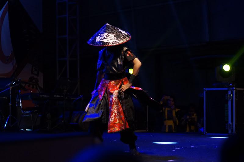 Tarian keren misterius dengan iringan lagu Kuyui dari Okinawa