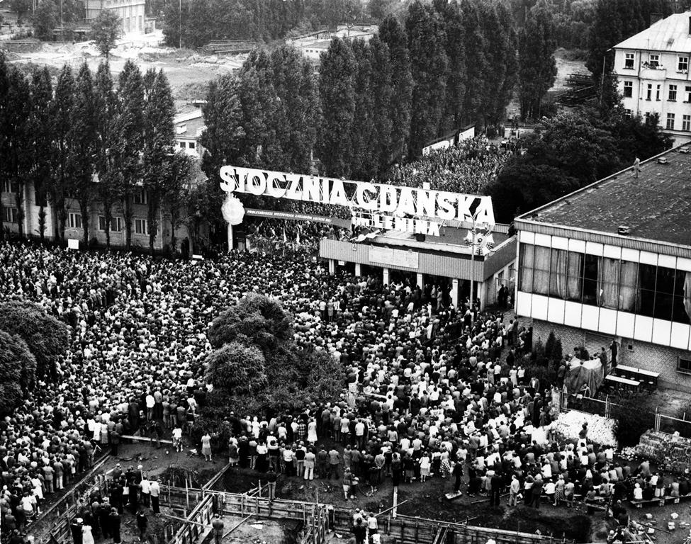 На встречу с Чаушеску? Стоит ли сравнивать Беларусь с Польшей и Румынией 80-х