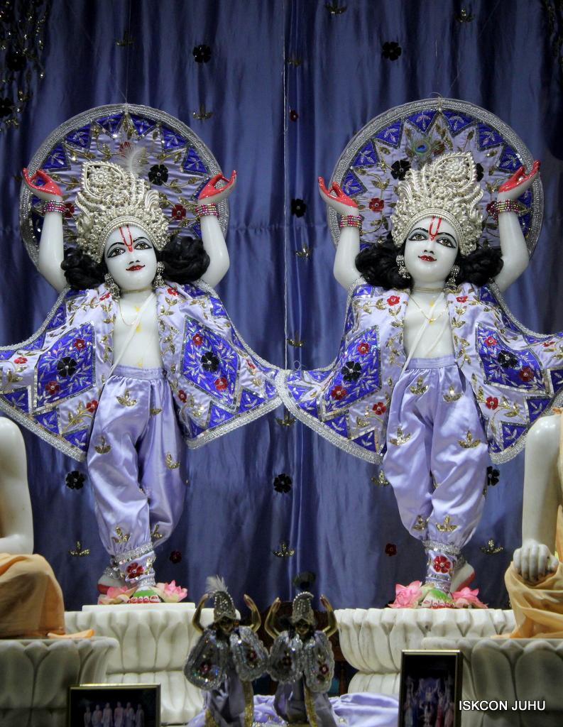 ISKCON Juhu Mangal Deity Darshan on 29th Sep 2016 (27)