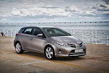 2013-Toyota-Auris-1 (1)