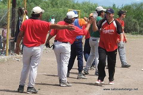 Juan Guillermo Alanís de Diablos en el softbol del Club Sertoma