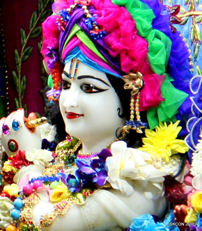 ISKCON Juhu Sringar Deity Darshan on 29th April 2016 (22)