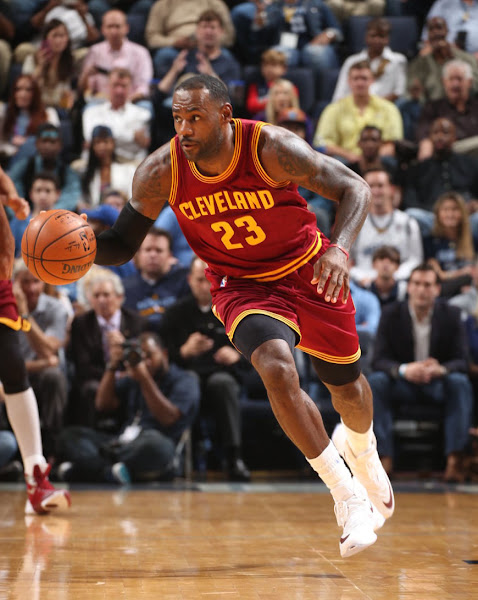 The King Debuts His First LeBron 13 PE of the 201516 NBA Season