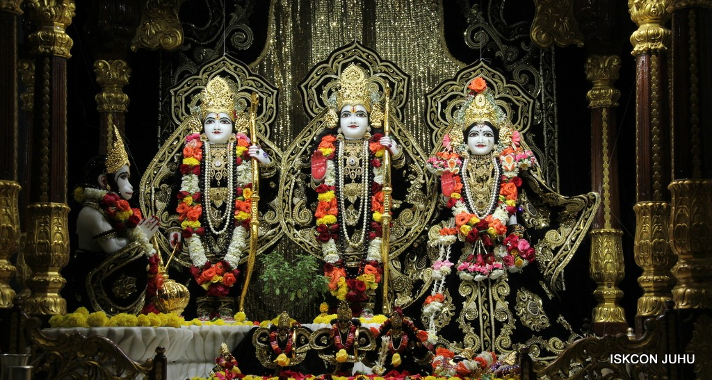 ISKCON Juhu Sringar Deity Darshan 7 Jan 2017  (21)