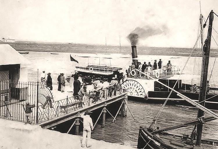 Atracando en el muelle el vapor PUERTO DE SANTA MARIA. Ca. 1902. Foto, Laurent. De la web Entorno a Jerez.es.jpg
