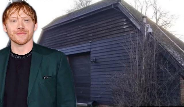 Rupert Grint, é forçado a instalar caixas BAT no terreno de sua mansão de £ 5,4 milhões após a descoberta de um poleiro dentro do celeiro que ele planeja converter em três casas ecológicas