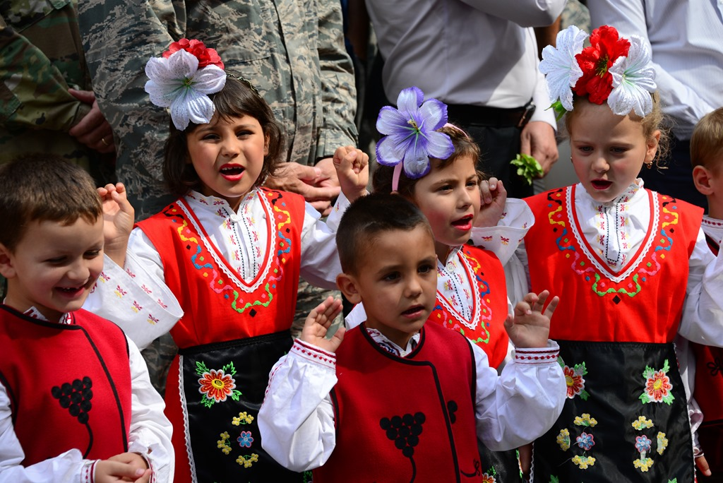 [Bulgarian-kids-singing4]