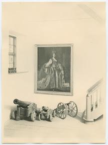 Вестибюль домика Петра I с портретом Екатерины II