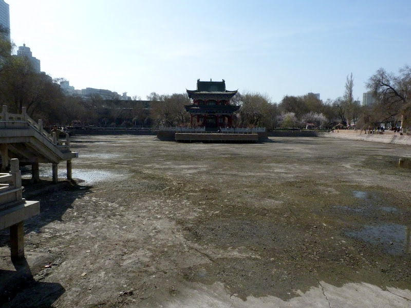 XINJIANG. Urumqi, Grand Bazar, 8 avril - P1270231.JPG