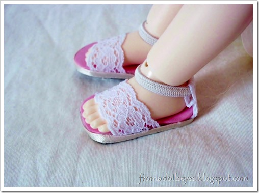 Of Bjd Fashion: Improved Lace Sandals with a Tutorial: Lace sandals for a yosd sized ball jointed doll.