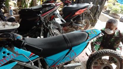 Motor Trail KLX Tangguh Di Medan Berlumpur