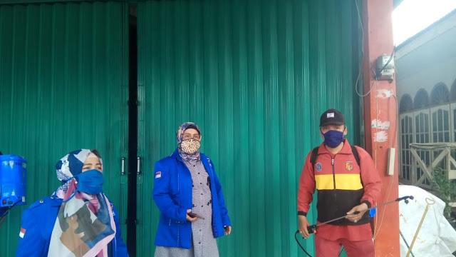 Fraksi Partai Demokrat DPRD Kota Padang Laksanakan Penyemprotan Disinfektan di Kuranji.