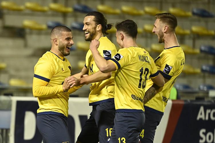 """📷 Manneken Pis kleurt geel-blauw, Union dolt met Anderlecht: """"Hij heeft zijn mooiste pak voor de derby aangetrokken"""""""