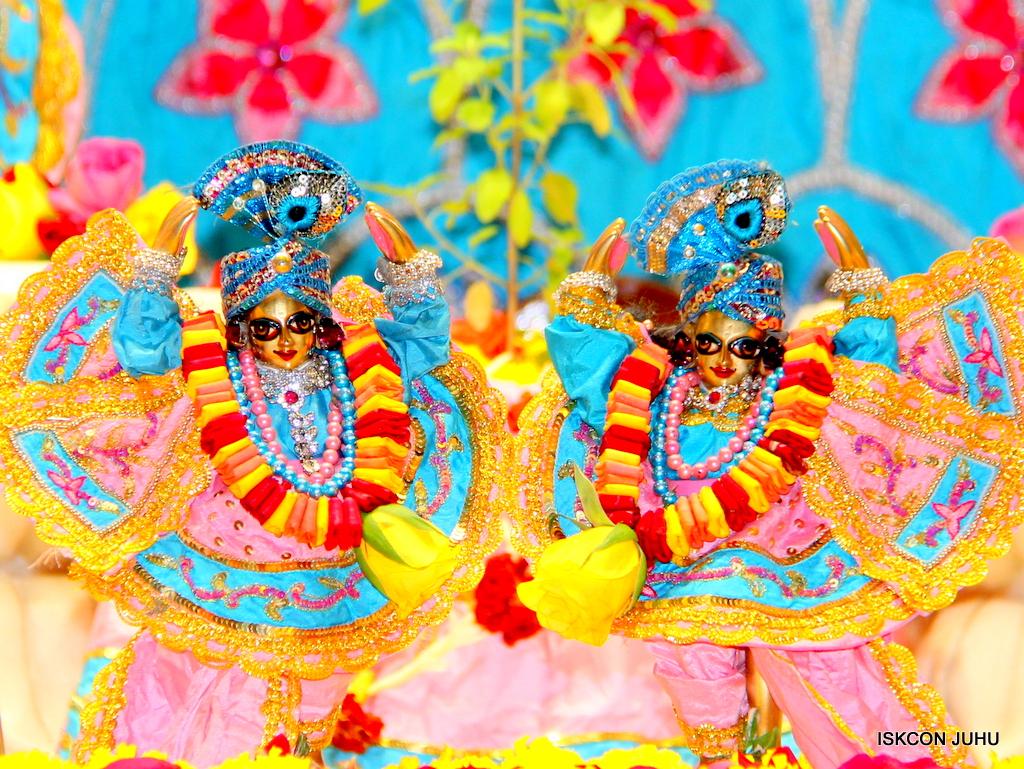 ISKCON Juhu Sringar Deity Darshan on 29th Dec 2016  (37)